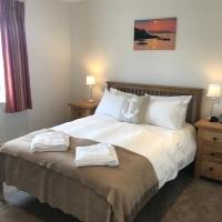 5_Mackerel_Main_Bedroom